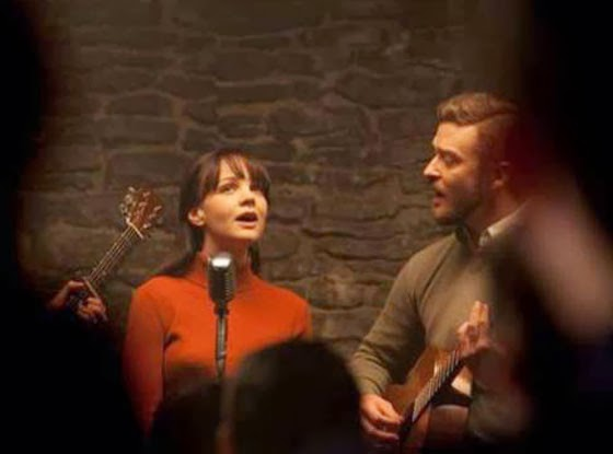 Carey Mulligan and Justin Timerlake singing in