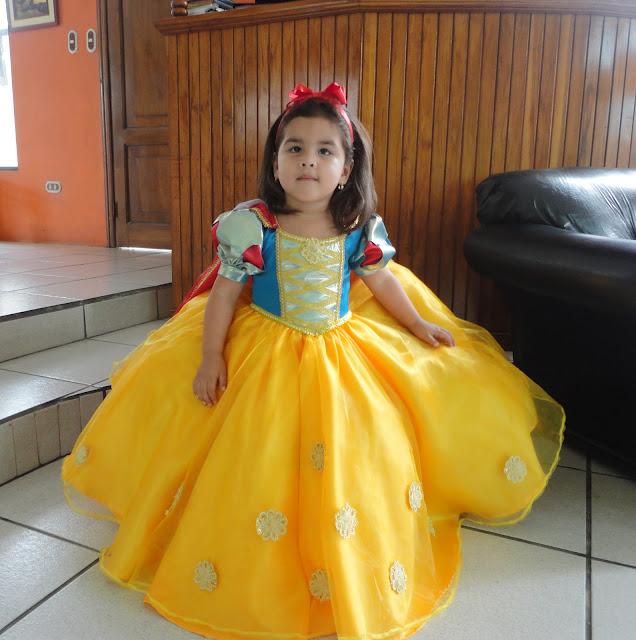 : Patrón de la Princesa Blanca Nieves, para niña de 3 años. $5.00