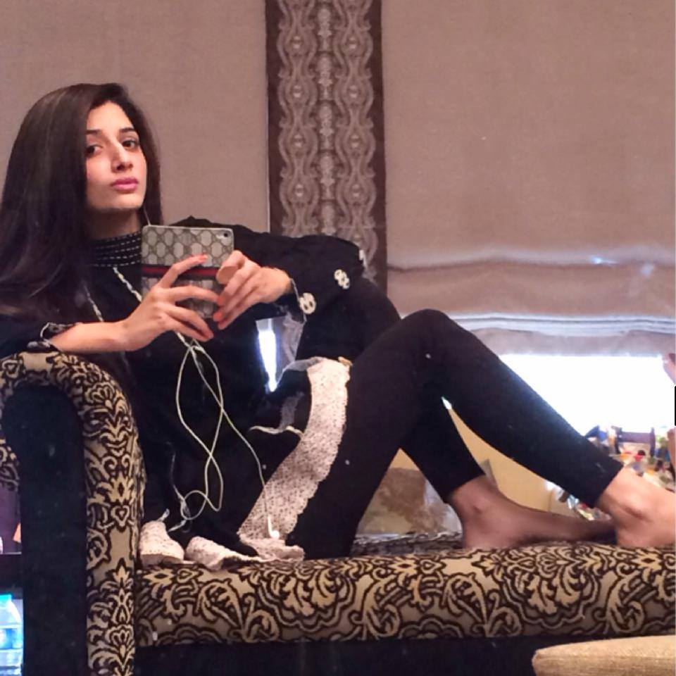 Pakistani Cute Girls Feet: Mawra Hocane Feet
