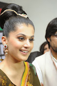 taapsee glam pics in saree-thumbnail-5