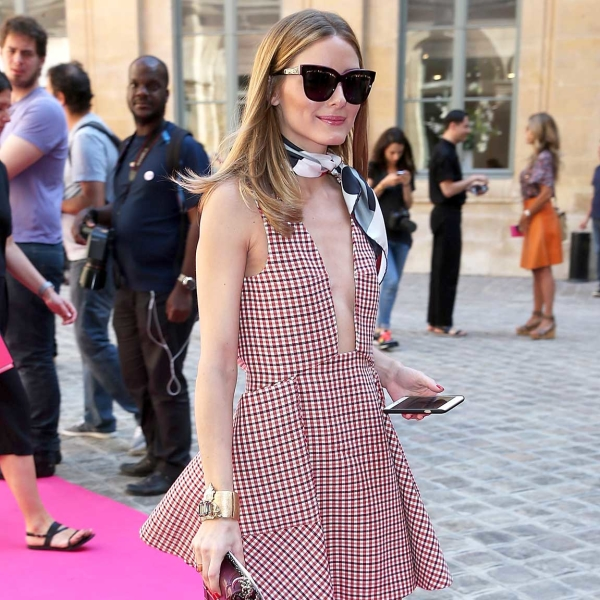 olivia palermo abito grembiule tendenze abiti inverno 2016 tendenze vestiti inverno 2016 tendenze abiti grembiule tendenze vestiti grembiule come abbinare un abito grembiule abbinamenti abito grembiule mariafelicia magno fashion blogger colorblock by felym fashion blog italiani fashion blogger italiane fashion blogger milano fashion blogger bergamo blog di moda italiani apron dresses how to wear apron dresses how to combine apron dresses fashion bloggers italy apron dresses street style apron dresses inspirations abiti grembiule street style
