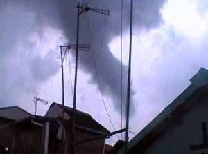 gambar angin topan