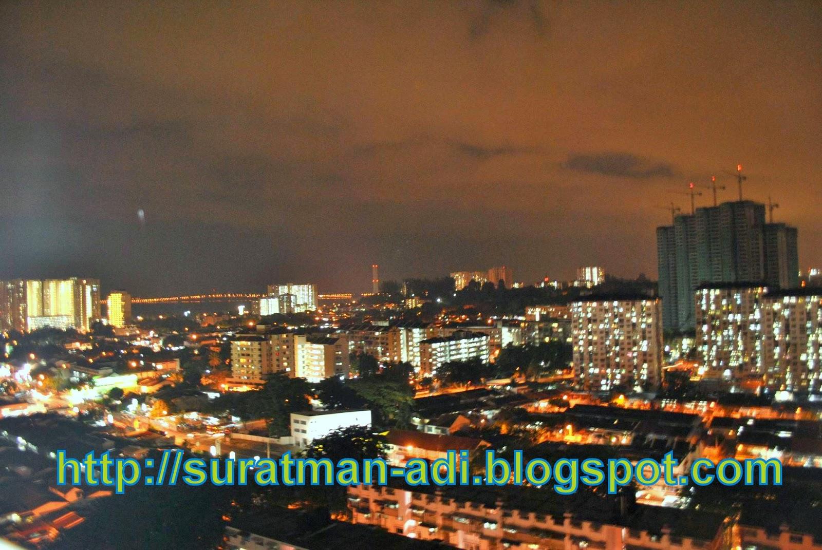 pemandangan malam dari dalam apartment mewah court pulau penang