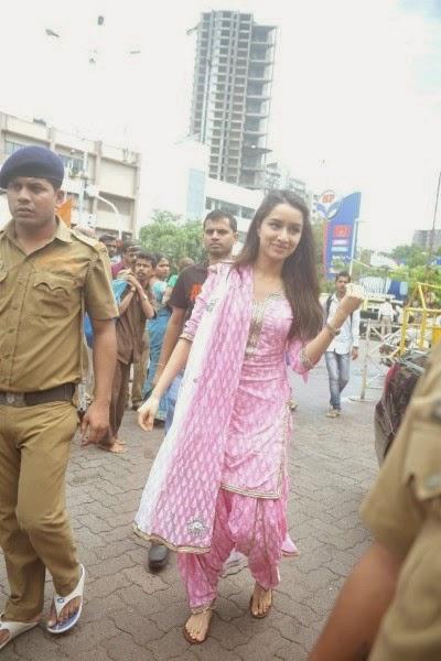 Shraddha Kapoor Snapped At Siddhivinayak Temple In Mumbai