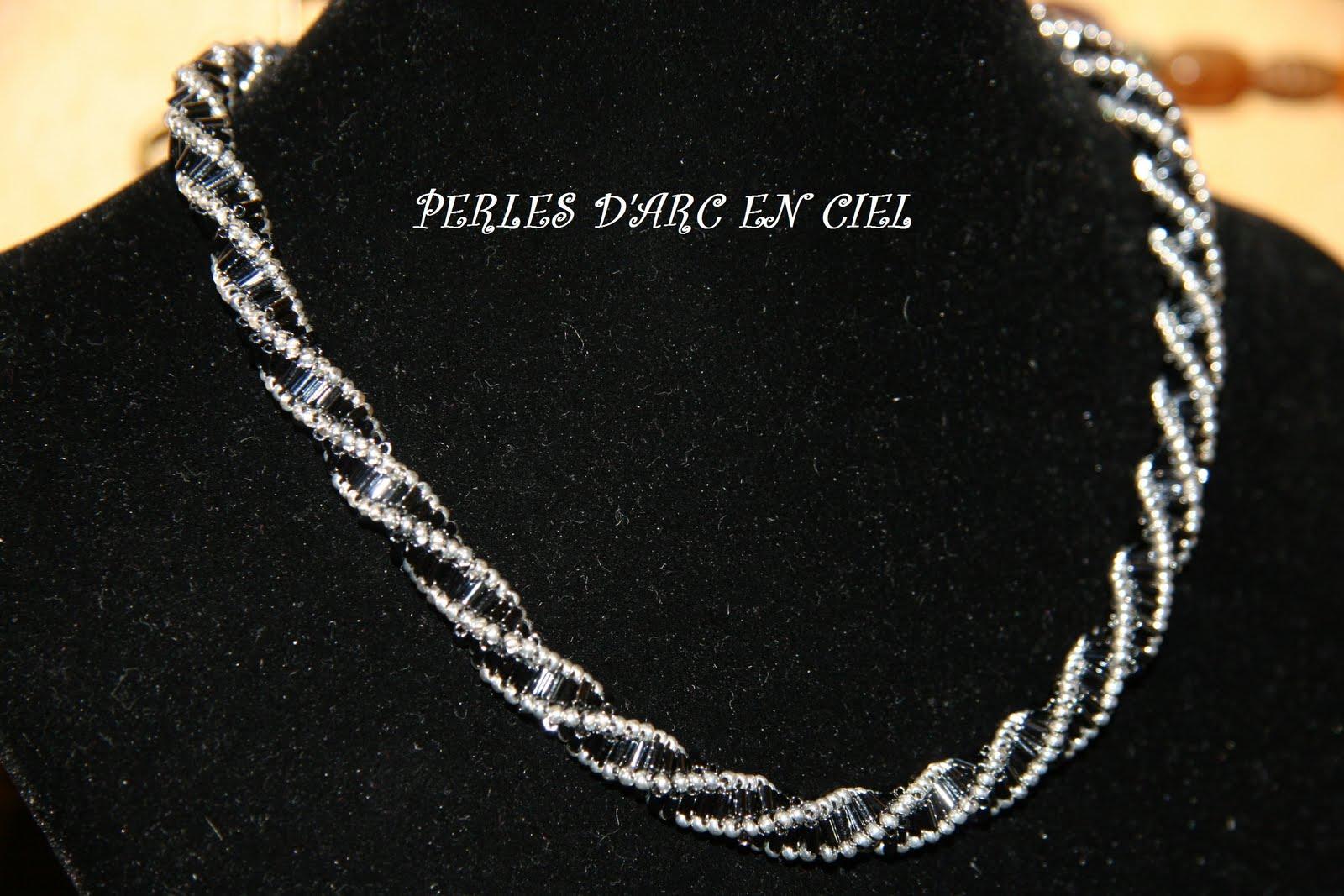 perles d 39 arc en ciel collier avec perles tubes metallic hematite et rocailles argentees. Black Bedroom Furniture Sets. Home Design Ideas