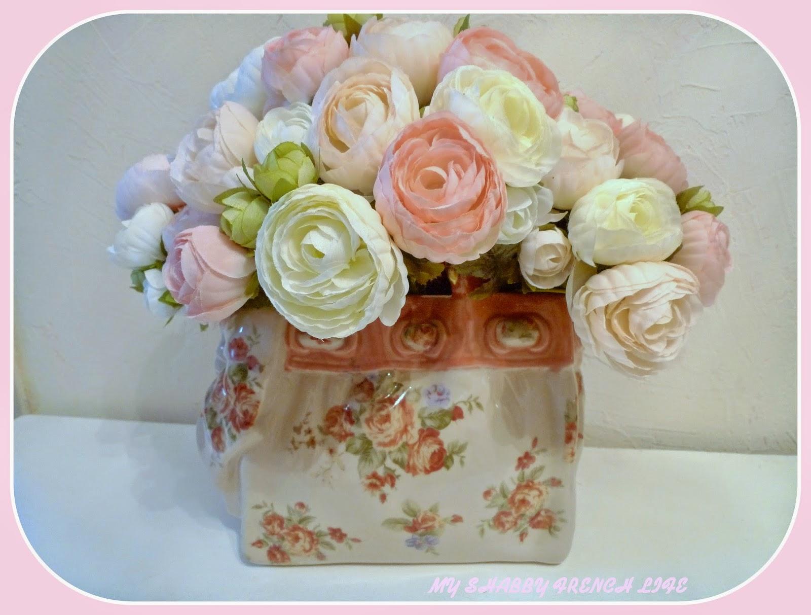 vase shabby chic, fleurs roses,