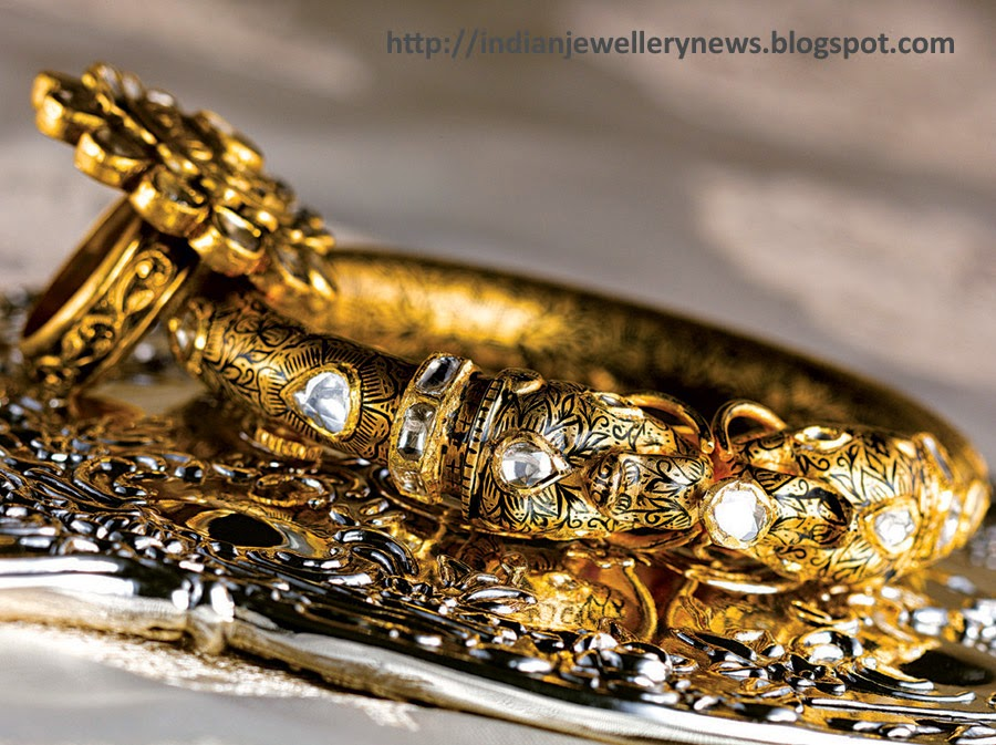 Polki Studded bangle in 22ct Yellow Gold and Uncut Flat Diamonds