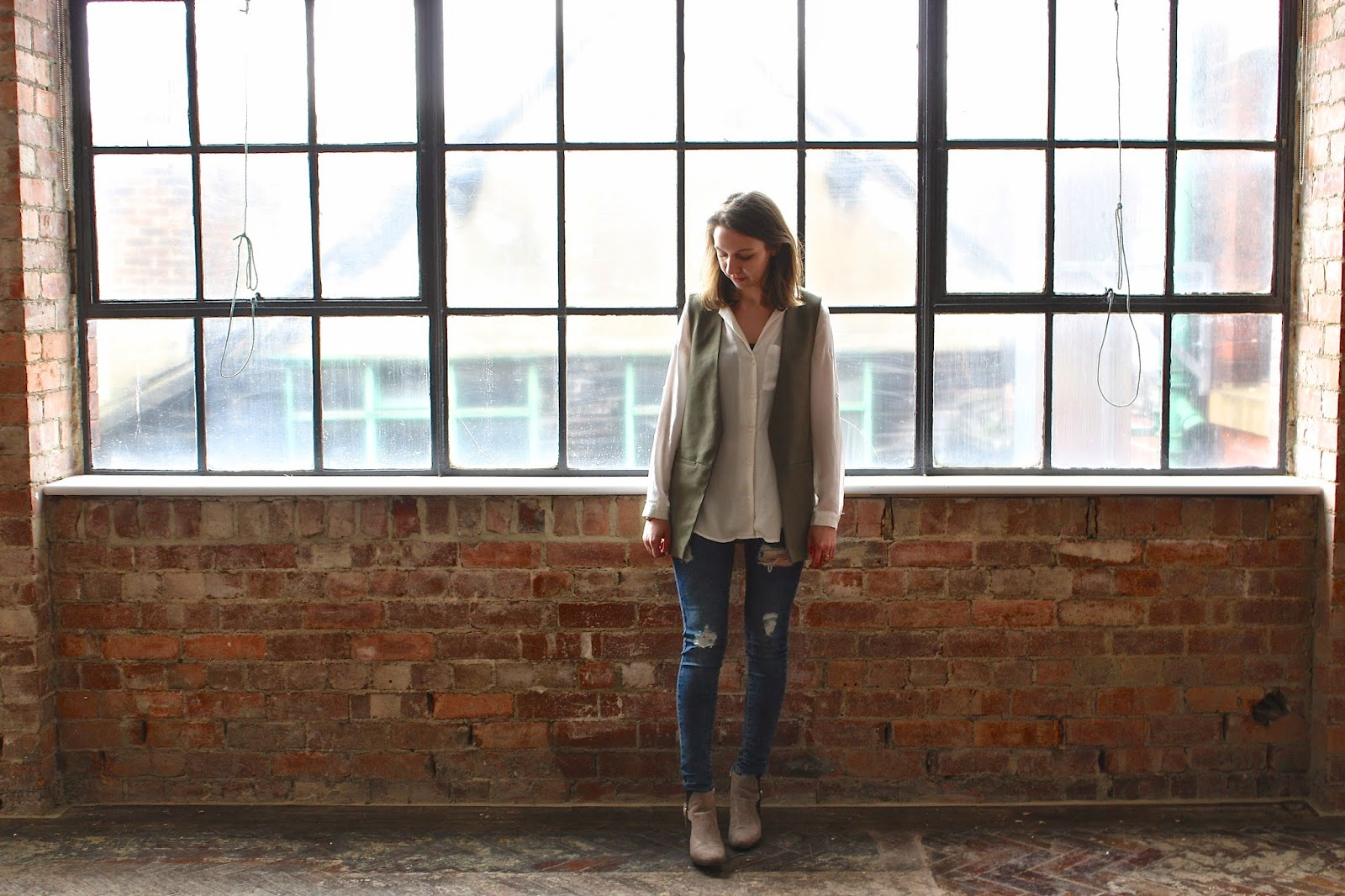 Khaki Jacket and Ripped Jeans - Outfit post, Fashion.