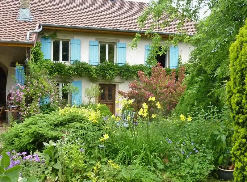 Le jardin de brigitte alsace le jardin des rouge vis for Le jardin en juin