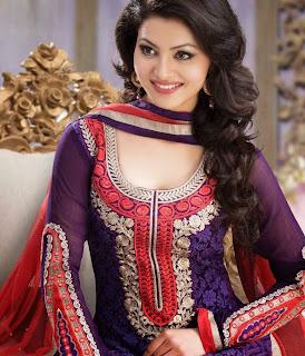 Urvashi Rautela Sizzling Wallpepr Beautiful Actress