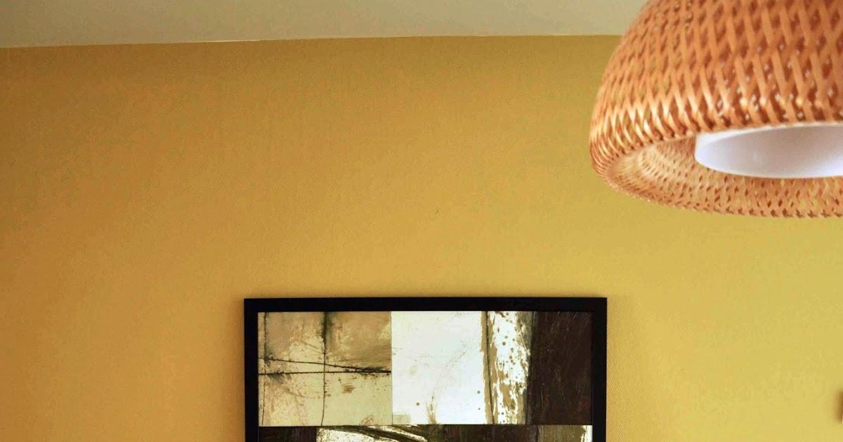 maison20   binnenkijken  woonkamer met okergele touch