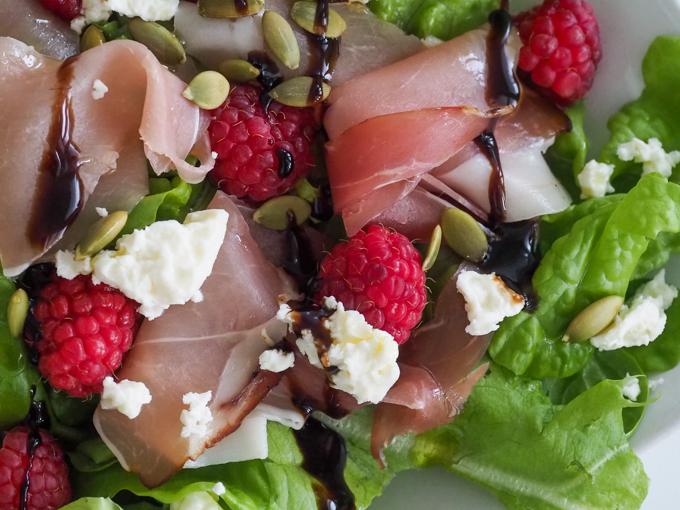 pensasvadelmat salaatti, feta-parmankinkkusalaatti