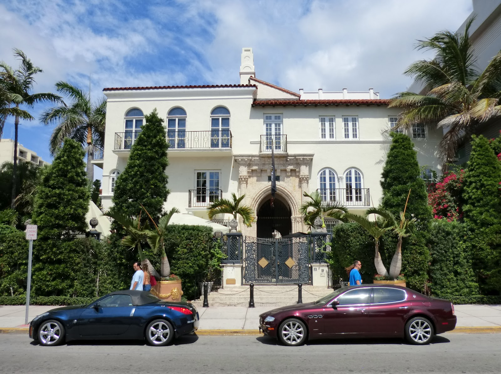 the devoted classicist versace 39 s casa casuarina