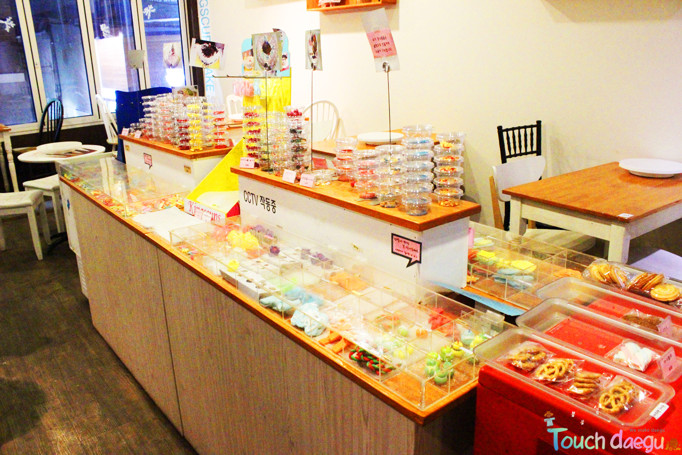 The cupcakes and frostings in the shop
