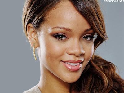 http://1.bp.blogspot.com/-y2ksXE2OQN8/TtDQcdVTn9I/AAAAAAAAAvY/gw3-EXHEDEg/s400/Rihanna_40-1024.jpg