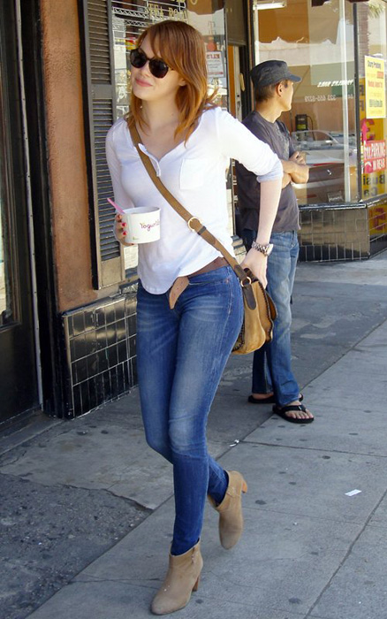 Famous Female Celebs In Stylish Glasses And Jeans