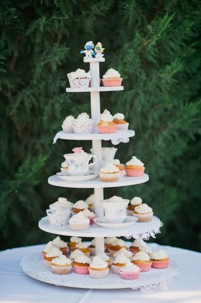 surtido de cupcakes como sustitución de la tarta nupcial