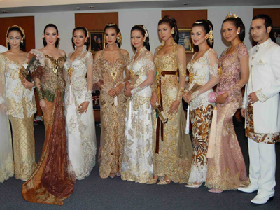 All About Fashion, Mode and Beauty: Kebaya and Dress