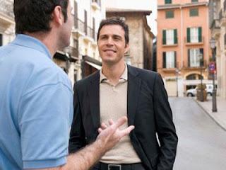 ماذا يقول حبيبك لأصدقائه عنك - اصدقاء رجال يتحدثون