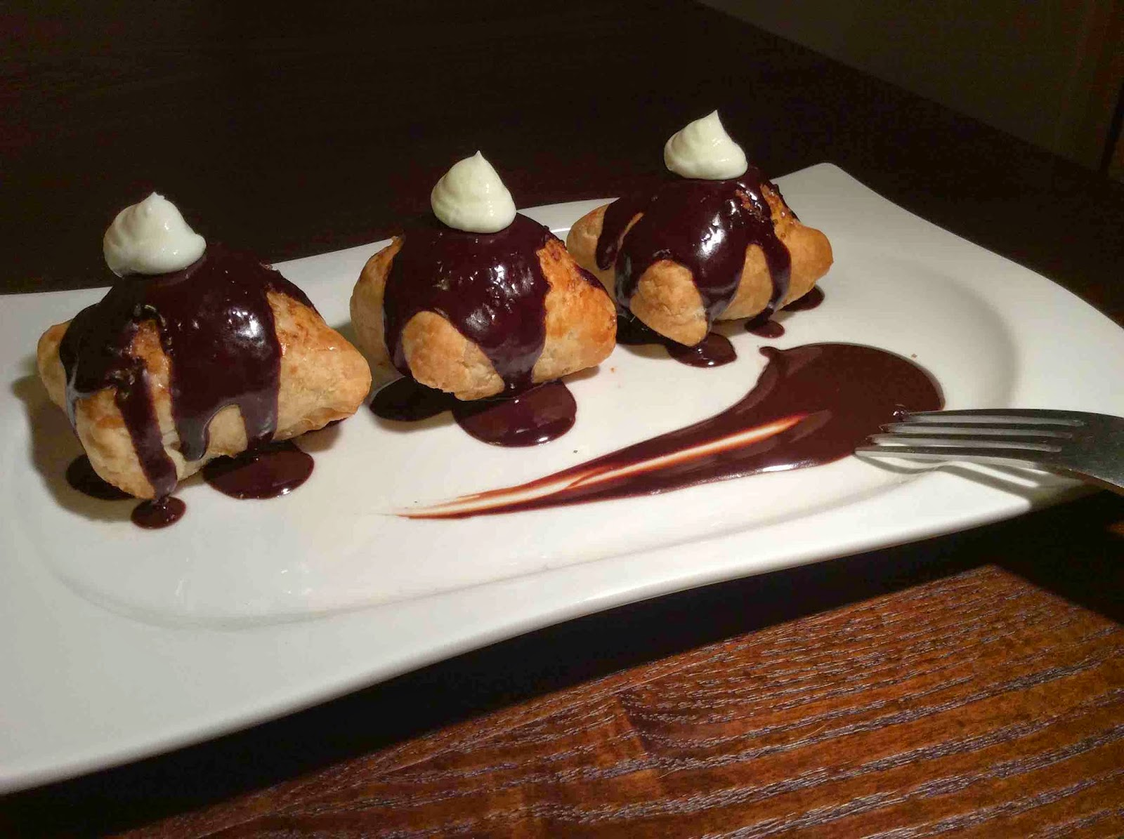 Sugerencia presentación Bombas de queso con chocolate especiado
