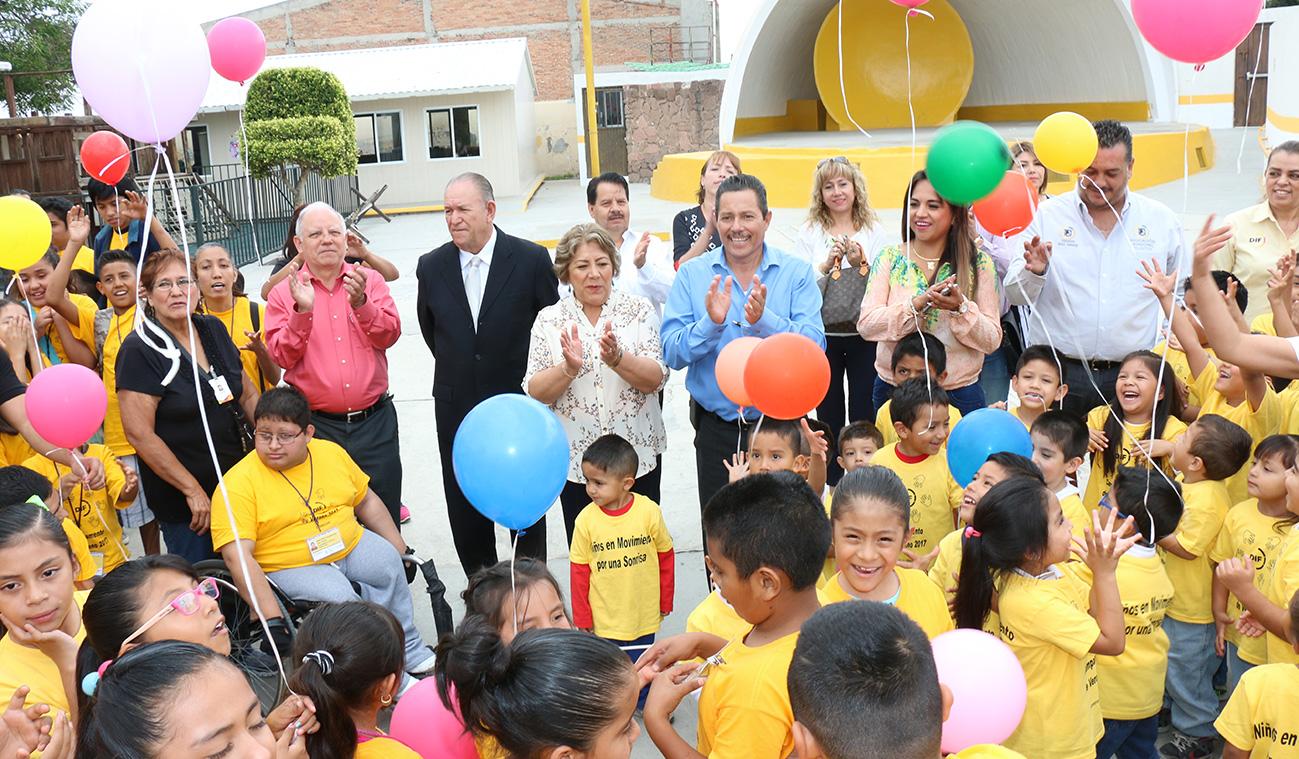 """RICARDO GALLARDO INAUGURA CAMPAMENTO DE VERANO """"NIÑOS EN MOVIMIENTO POR UNA SONRISA"""""""