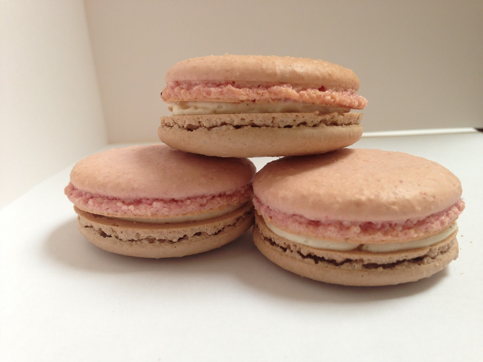 Love and Macarons.: Neapolitan Macarons with a Vanilla Bean Swiss ...