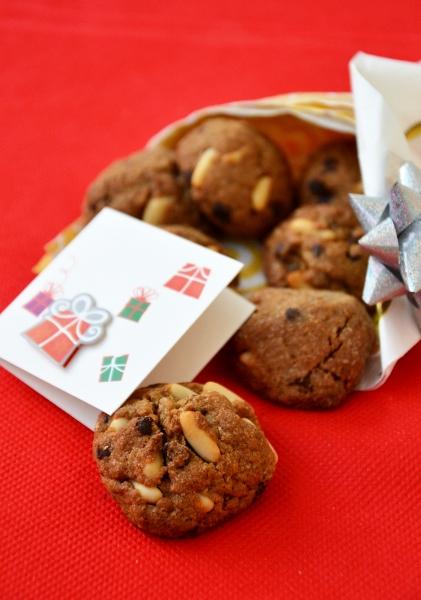 bicotti con farina integrale, gocce di cioccolato e pinoli