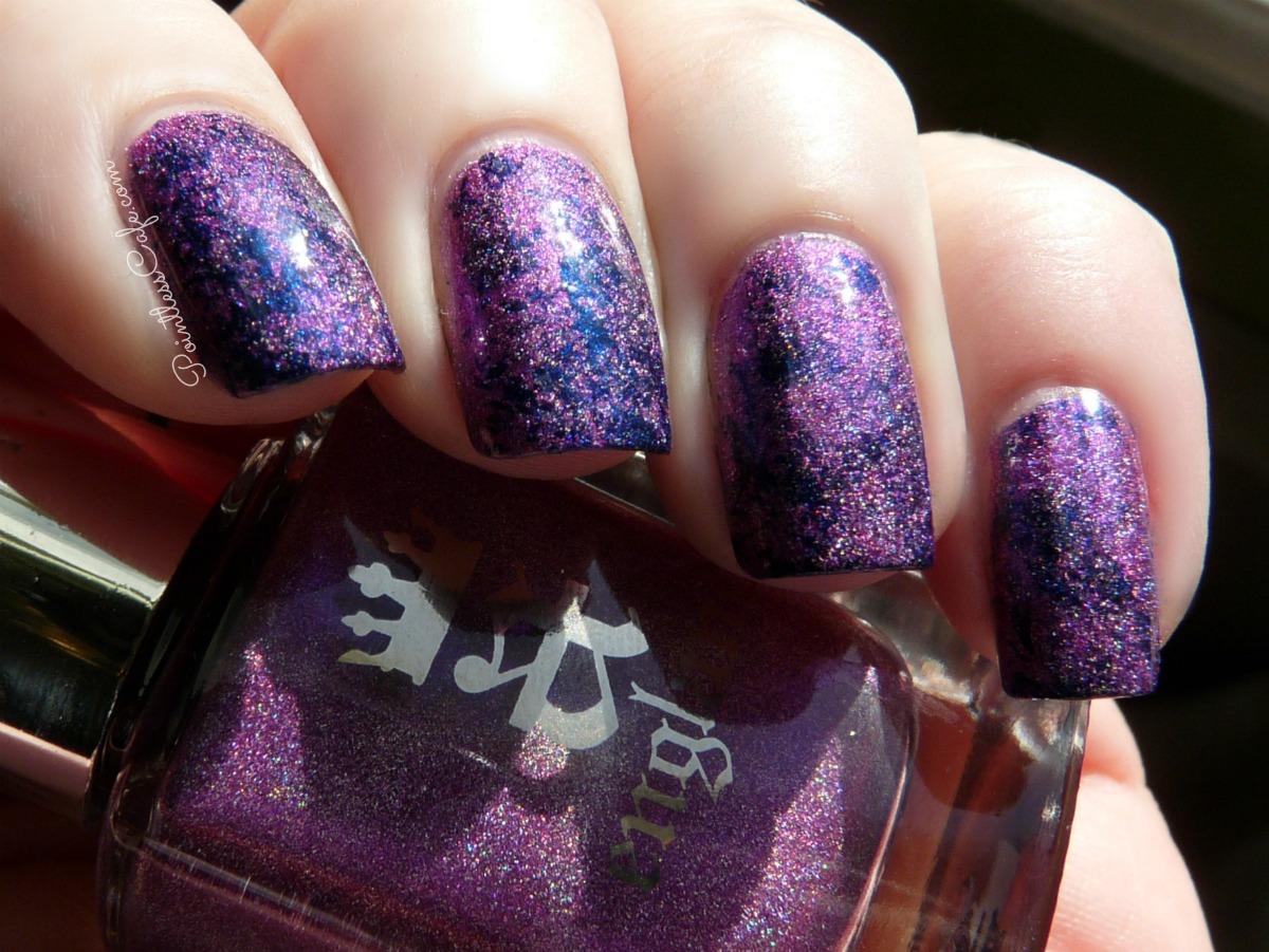 saran-wrap-nail-art