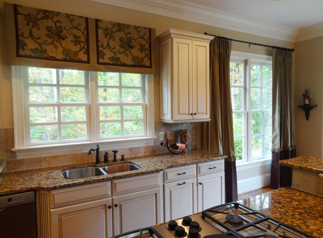 Kitchen window treatment ideas 2013 - A Cheerful Valance Over The Kitchen Sink With Drapes That Can Be Opened And Closed On The Other Kitchen Windows