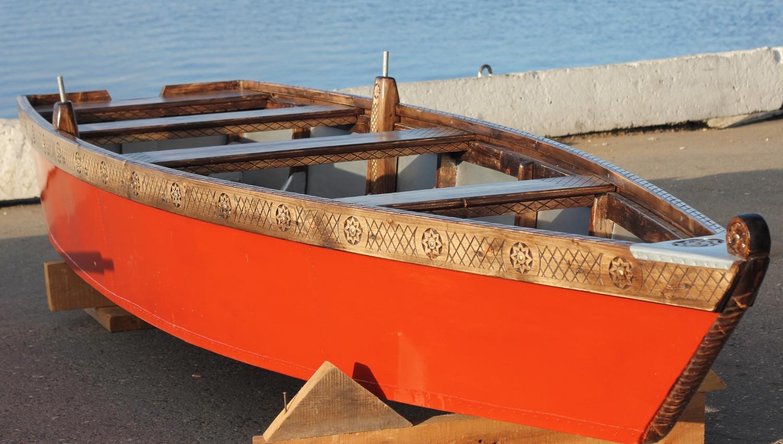 Новая самодельная лодка