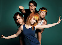 whoaaaaaaaa im so fallin in love with Paramore  ♥
