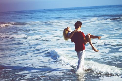girl-boy-beach-lovers-couple