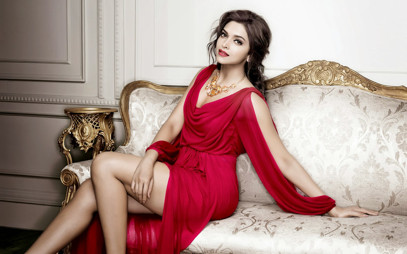 Bollywood Actress Deepika Padukone Hot