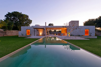 Piscina de la moderna casa hacienda de visitas