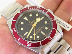 TUDOR BLACK BAY BLACK DIAL MATT BURGUNDY BEZEL 41mm - AUTOMATIC TUDOR MT5602 - RIVET STEEL BRACELET