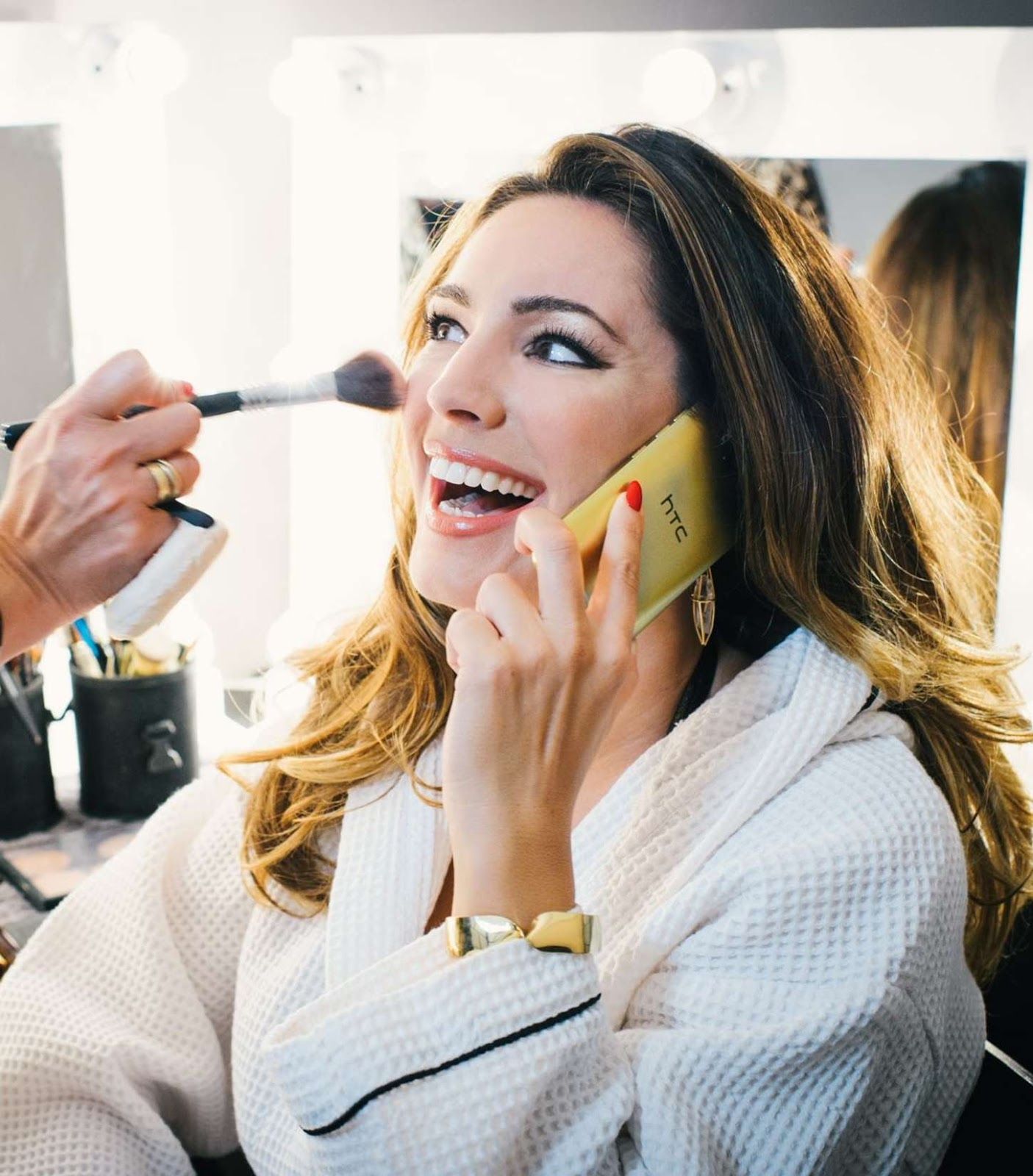 Kelly Brook flaunts curves for the HTC One M9 Gold Promo Shoot