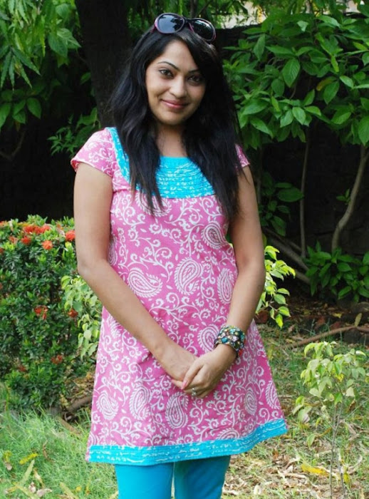malayalam tv anchor,malayalam tv anchor unseen pics