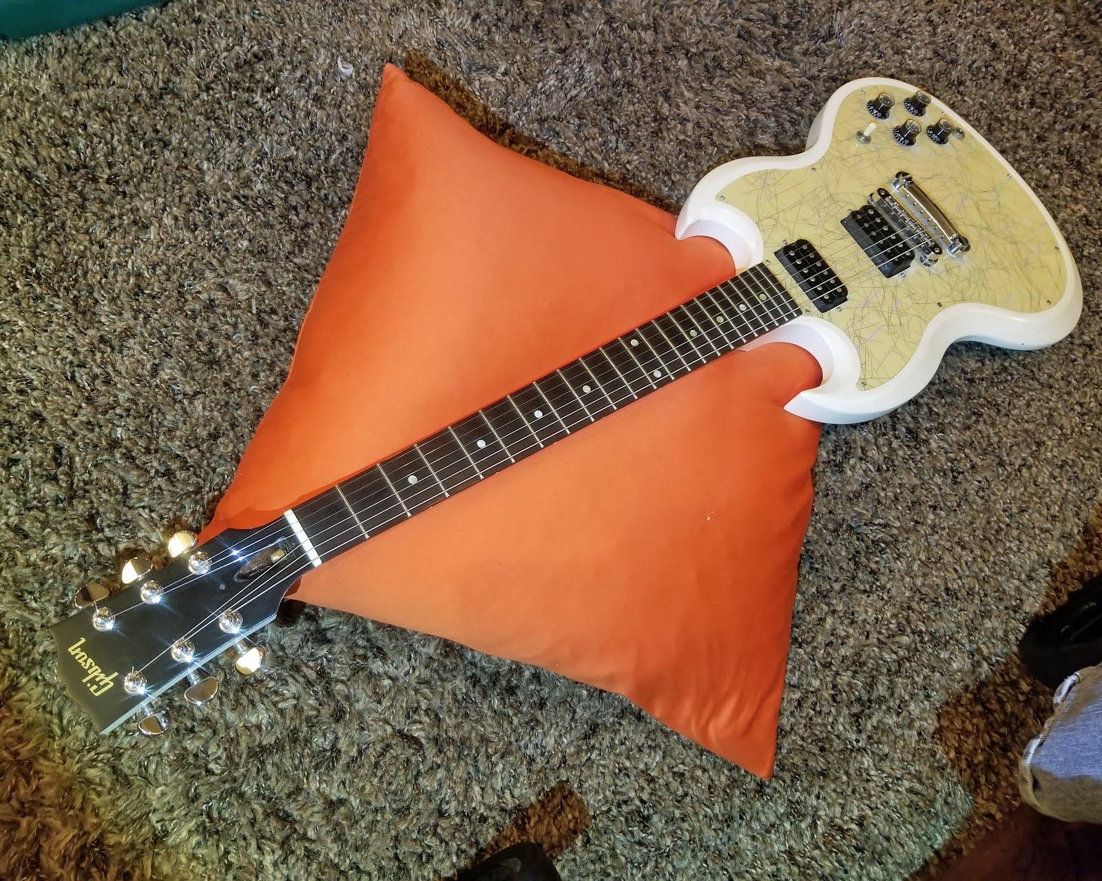 Gibson SG White Jazz