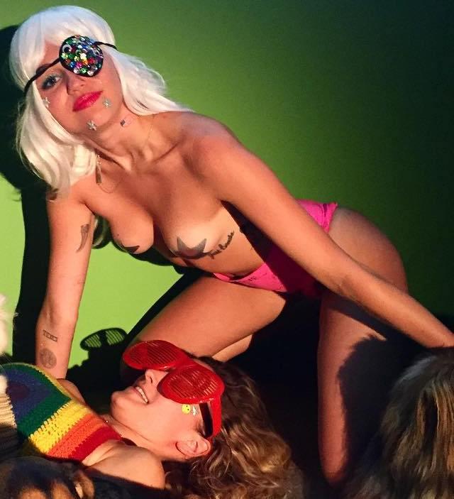 Más fotos de Miley Cyrus en las redes sociales