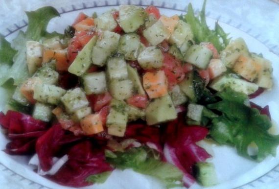 Салат из семги с сыром и авокадо