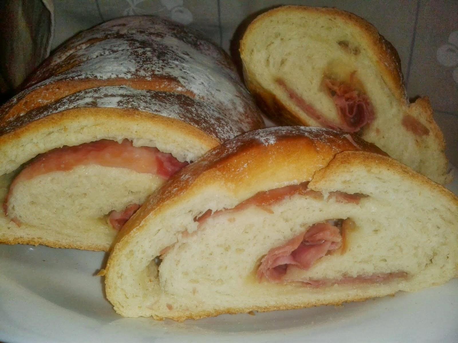 Pan Relleno con Jamón y Queso