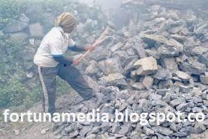 Kisah Pekerja Tambang Yang Pasrah Dari Bukit Kapur Tui