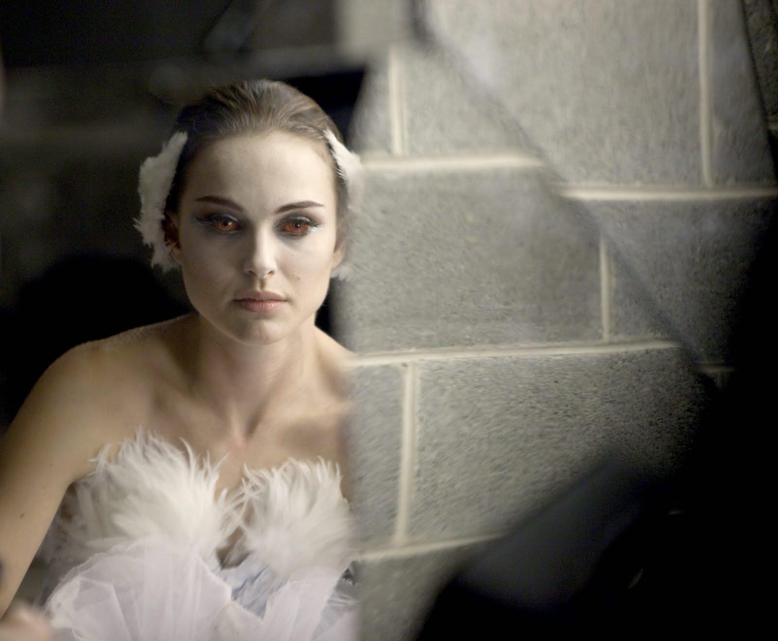 http://1.bp.blogspot.com/-y7Z2r1cTebU/TkATnEwrbcI/AAAAAAAAAFo/BeLmaQ_srgs/s1600/Film+Review+Black+Swan.JP_3.jpg