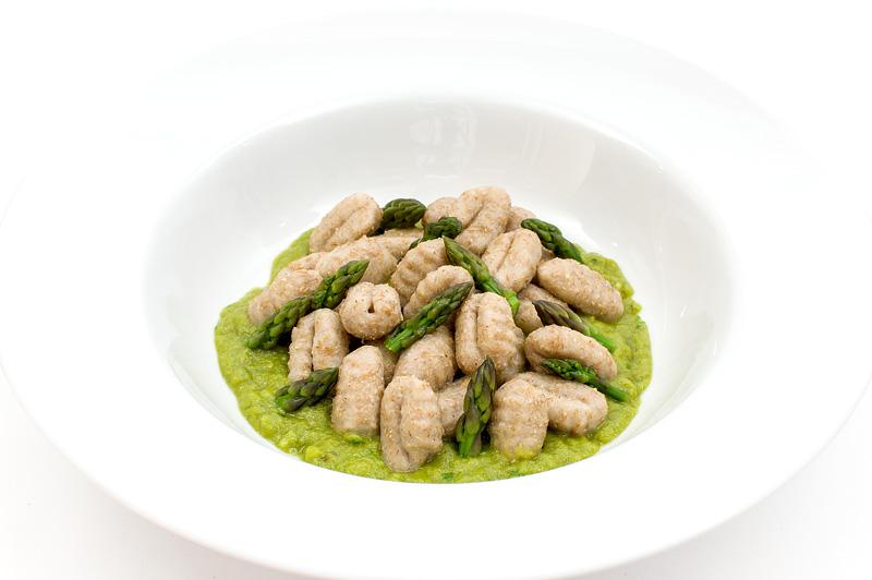 Asparagus sauce with njoki