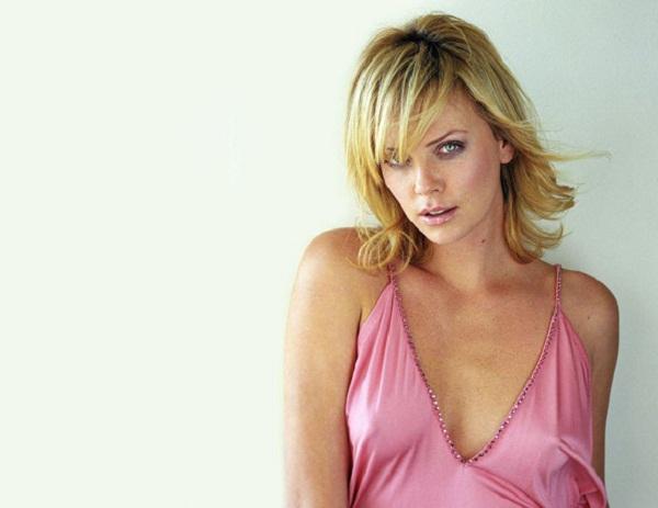Charlize Theron hot pink dress
