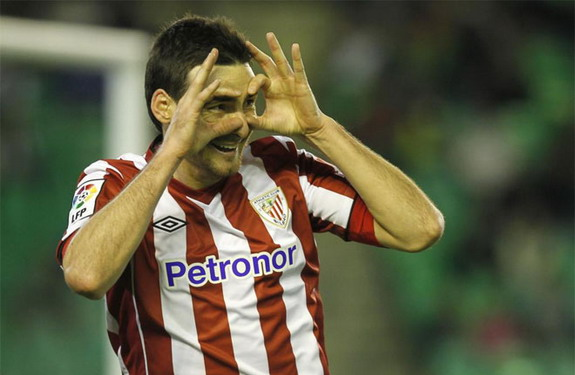 Athletic Bilbao striker Aritz Aduriz celebrates after an equaliser against Real Betis