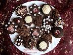 Hamis mézes pogácsa, karácsonyi sütemény, macis transzferfóliával, dióval, olvasztott csokoládéval, fahéjjal valamint szegfűszeggel és csokoládé lapokkal.