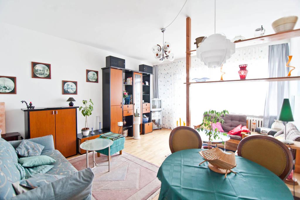 schindler 39 s ferienwohnungen berlin berlin wir fahren nach berlin m belierte 2 zi wohnung in. Black Bedroom Furniture Sets. Home Design Ideas