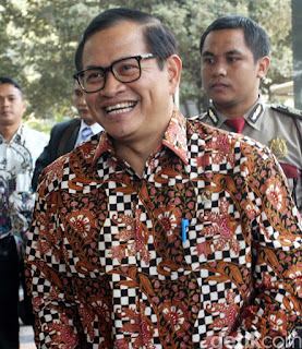 Siapa Gerangan Orang-orang Pencatut Nama Jokowi yang Dimaksud Seskab?