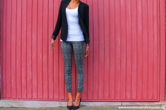 Outfit Hose mit Printmuster von Zara und Jacket
